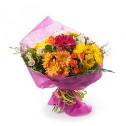 Bouquet de marguerites et de roses