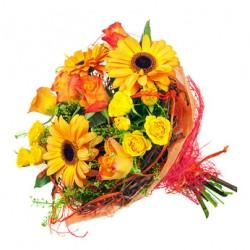 Bouquet de roses jaunes,des roses, des gerberas orange et vert complémentaires