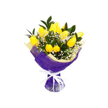 Bouqut di tulipani gialli e fiori di nebbia.