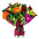 Bouquet de gerberas,des orchidées et de roses rouges
