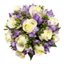 12 Roses blanches avec des freesias parfumée