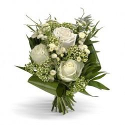 3 rose  bianche fiori di nebbia e foglie di verde