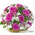Cesto di rose aqua orchidee bianche..