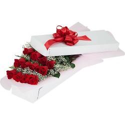 12 Trandafiri rosii intr-o cutie, în entuziasm de neuitat!