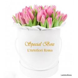 24 Rosas rojas en una caja, en la inolvidable emoción!