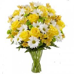 Bouquet Mélange de Jaune et de Blanc avec des roses et des marguerites