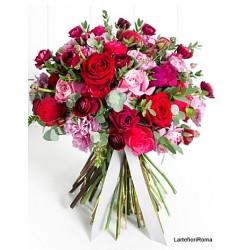 Bouquet de lys blancs et roses rouges