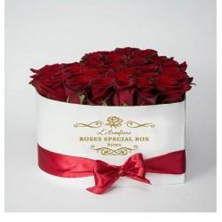 Special BOX Cuore di ROSE SENZA TEMPO..spedizione in tutta Italia