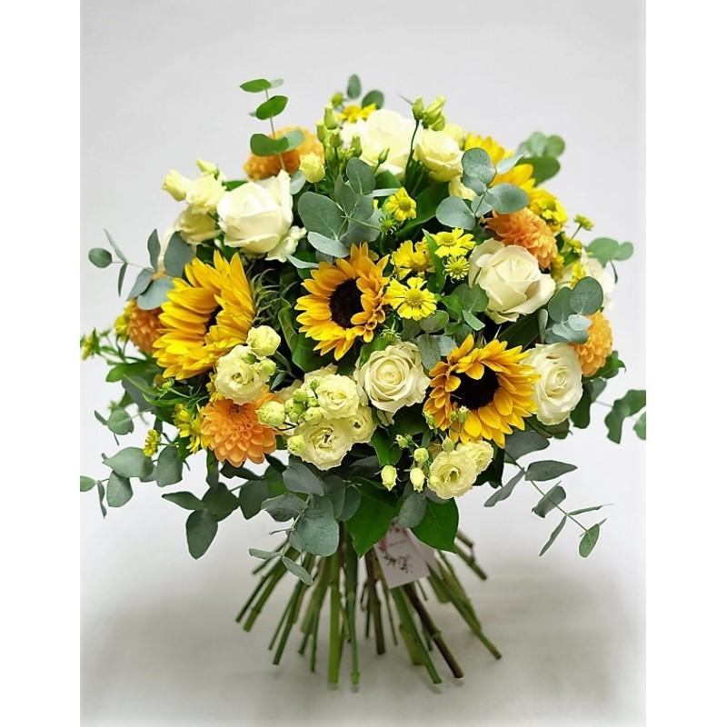 Ramo De Peonías Gerberas Y Flores Blancas De Diseño