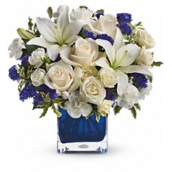 Composition of glass of a dozen white roses and blue flowers