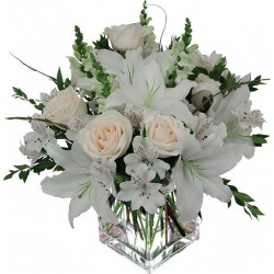 Composition roses and lilium white