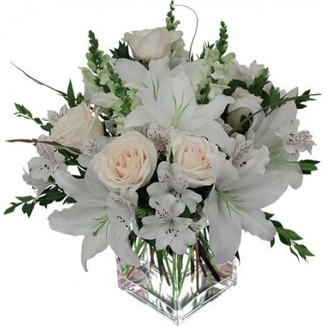 Fiori bianchi in vasi di vetro for Composizioni natalizie in vasi di vetro