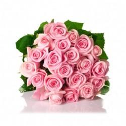Bouquet di due dozzine di rose rosa tenue.