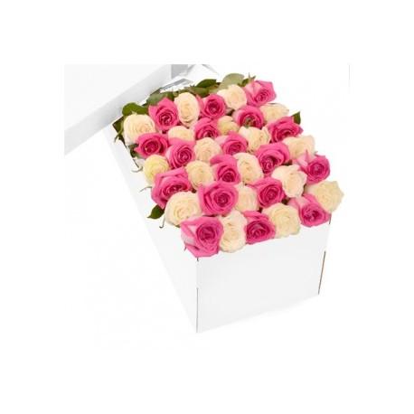 Des roses blanches la maison de rome for Bouquet de fleurs dans une boite