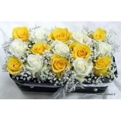Sushi floreale di 15 rose gialle e bianche fiori di nebbia