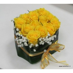 Sushi with 12 yellow roses in leaf diaspidistia and flowers of the fog