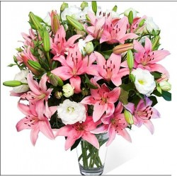 Mazzo gi gigli rosa e lisianthus bianchi