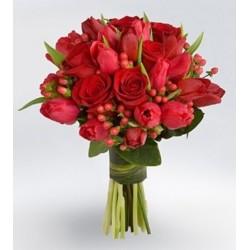 Ramo de tulipanes rojos y rosas rojas