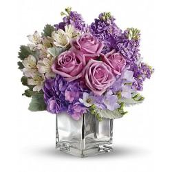 Cubo de vidrio con un ramo de flores coll de agua