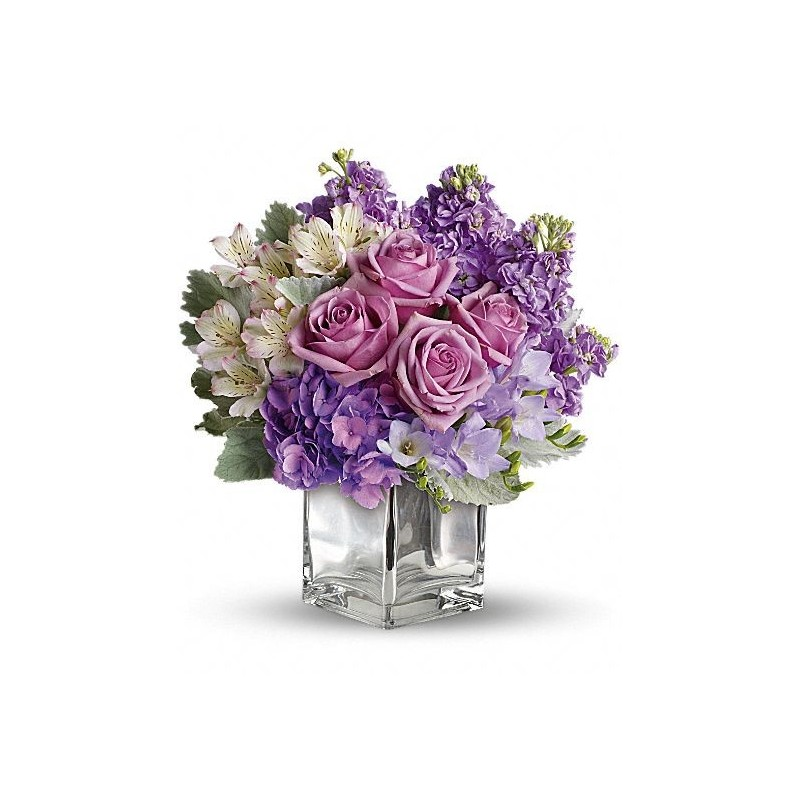 Cube of glass with a bouquet coll water