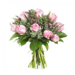 La composición de los tulipanes de color rosa