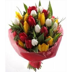 Букет з різнокольорових тюльпанів