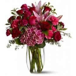 Combinazione di 12 rose rosse, gigli rosa,garofani rosa fiori d'arredo e verde complementare