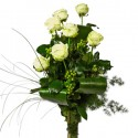 7 white roses in the leaves of green and berries