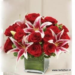 San Valentino13 - Bouquet rosso e gigli rosa in cubo di vetro