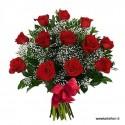 Ramo de 12 rosas rojas, medio